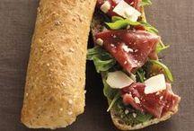 Sandwichs / Dans un pain croustillant à souhait, cuit le matin même dans nos restaurants, découvrez nos délicieux sandwichs !