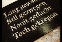 naamplaten en naamborden / Posthumus Stempel- en Graveerinrichting een specialist in gegraveerde en bedrukte naamplaten. Gebruikmakend van verschillende materialen als RVS, Messing, Aluminium en Brons. Bekijk de verschillende mogelijkheden.