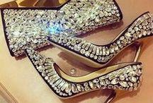 Sapatos & Bolsas / by Patrícia Furtado