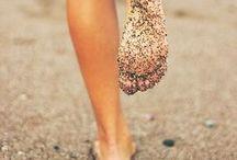 Summer. / Cigales et sable chaud.