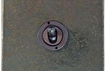 Alliages: Interrupteurs en Bronze Massif / Alliages: Une gamme d'appareillages électriques en Bronze Massif