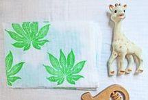 Baby muslin swaddle blankets - Langes pour bébé / Langes pour bébés imprimés à la main avec des tampons en gomme que dont je dessine le motif puis que je grave. -------------- Baby muslin swaddle blankets handprinted with rubberstamps that I draw than Hand graved.