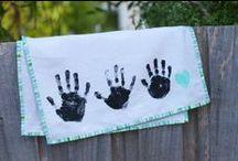 Plezier met handjes en voetjes / Hand- of Voetafdrukken gebruiken (bijv. op een theedoek die je kado geeft).