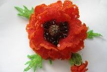 Цветы из бисера для украшений.