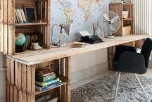 [ Caisse ] ✪ Bureau & Atelier . Desk / Que ce soit un atelier dans un loft ou un petit coin bureau dans le salon, cet espace de travail doit allier fonctionnalité et esthétisme, il doit nous nourrir, nous inspirer ! Des caisses en bois qui s'assemblent facilement et voilà mon espace qui se dessine, organise mon activité, crée du sens. C'est motivant :-)