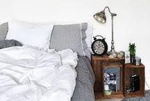[ Caisse ] ✪ Table de chevet . Nightstand / Une caisse en bois de chevet pour accueillir toutes les petites choses utiles pour une bonne nuit de sommeil : réveil, lampe, lunettes, téléphone, livre, verre d'eau, chaque objet trouve une place privilégiée dans une belle harmonie.