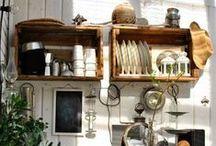 [ Caisse ] ✪ Étagère . Shelf / Des caisses en bois au mur pour accueillir les objets de toute la maison, cuisine, salle à manger, salon, bureau, salle de bain... toutes les pièces sont investies, toutes les configurations sont permises... à l'infini de notre imagination ;-)