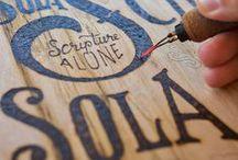 [ Bois ] ✪ Marquage : Pyrogravure / Découvrez dans cet album la technique ancestrale de la pyrogravure. A l'origine, art primitif, ce procédé permet aujourd'hui de décorer le bois naturel en gravant un motif à l'aide d'une pointe métallique chauffée au rouge.