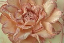 Flowers, (paper, felt, fabric) / by Maribel Mendoza