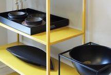 Muebles / Sofás, poltronas, mesas bajas, mesas auxiliares, bancos, bibliotecas, percheros, consolas, mesas comedor, iluminación.