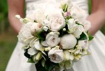 Bridal inspiration / This dress by Mooshki is so pretty, here's my picks of bouquets to compliment this dainty look