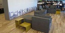 Proyecto Oficinas Despegar / Te invitamos a recorrer las nuevas oficinas de Despegar en Puerto Madero. Módulos de sofá Hawaii y mesas adicionales en diferentes colores crean espacios de encuentro. Las mesas Tasmania y Filicudi cobran protagonismo en las salas de reunión.