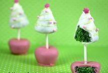 Christmas Cake Pop Inspiration / Things that inspire us to make beautiful cake pop art this 2014 Christmas season.