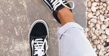 VANS OFF THE WALL / When all else fails, rock Vans! For over forty years Vans has remained as an one of the most iconic streetwear brands in. Shop online at Peppermayo for the latest Vans checkerboard sneakers, old skool in every colour, slip on shoes and authentic sneakers.