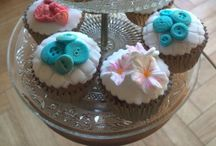 Beautiful Cupcakes by Mini's Bakery / Hand decorated homemade cupcakes