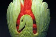 Déco en fruit & légume... ...  / Certaines personnes font des merveilles avec de simple fruits ou légumes, ils arrivent à faire des merveilles que l'on voudrait garder... ... Rendons-leurs hommage... ...  / by Caroline