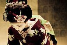Geisha... ... / Les tenues sont si belles, elles ont l'air si fragile... ... Je suis fan... ...  / by Caroline