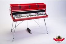 "1979 Dyno-My-Piano Rhodes - Retro Rentals / The Dyno-My-Piano Rhodes is known for the sound of their preamps which offered versatile filtering and EQ. This model features the Tri-Stereo Tremolo unit that allows great flexibility in the ""vibrato"" feature of a suitcase Rhodes. Players can select the type of left-to-right panning – from smooth triangle wave to rigid square wave. It offers all the electronics benefits of a Rhodes suitcase piano within the portability of a stage model. With red sparkle tolex, it's a show stopper on stage!"