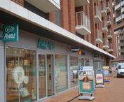 Eindhoven, Meerrijk / Nieuwbouw, winkelcentrum met appartementen. Aanbrengen luifel met voorspan-techniek.