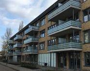 De Bilt, Van Houtenweg / Renovatie, portiekflat met in totaal 24 woningen: Engineering, levering en montage van 36 composieten balkons aan de achterzijde.