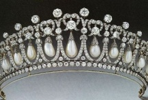 Cambridge Lovers Knot Tiara / by peachy