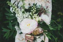WEDDING - BUQUÊS - BOUTONNIERES - bridesmaids bouquets / Buquês de noiva / by Joana Abreu