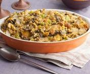 Recipes For French Bread Stuffing / Indeed. Forget all about boxed stuffing! I'm not much for apples or pecans or even cranberries in my stuffing.  But I say yes to mushrooms and leeks, a little celery and plenty of fresh herbs.  Any of these scrumptious recipes for stuffing would work well with diced French bread - baguettes or Pain De Campagne.  One of these will make it to our Thanksgiving table this year!