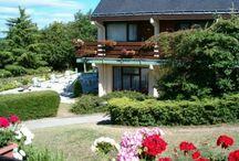 Campanile Saumur / Hôtel restaurant de 3 étoiles situe à Saumur dans un parc arboré.  Buffet de Hors d'œuvre et de dessert à volonté.  Vue sur le château de Saumur.