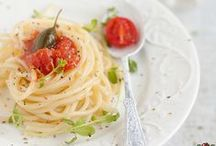 Enfants Contents / Ils s'en lècheront les babines!  Des menus intelligents pour jeunes gourmets afin de les aider à développer de saines habitudes alimentaires...