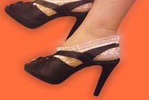 Pes de anjo rendados / Os pés de anjo rendados d'As Moças que Costuram são finas sapatilhas de renda, em várias cores.  Encomendas por email: asmocasquecosturam@gmail.com