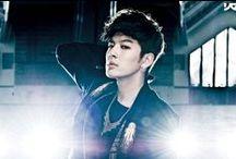 ♚ Se7en♚ Choi Dong Wook / Choi Dong-Wook (n. 9 noiembrie 1984) cunoscut după numele de scenă Seven (stilizat ca Se7en), este un cântăreț sud-coreean. El a început pregătirea în cadrul agenției de management YG Entertainment la vârsta de 15 ani. După 4 ani de formare profesională în voce și dans, a debutat în 2003.
