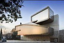 Casas de cobre / Una selección de edificios residenciales que incorporan revestimientos u otros elementos arquitectónicos de cobre y aleaciones de cobre, tanto en su exterior como en su interior.