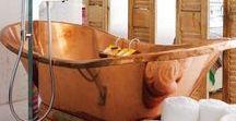 Baños de cobre / Desde bañeras hasta jaboneras, existen todo tipo de muebles y accesorios de baño con cobre que pueden darle un toque especial a tu baño.