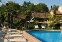 Hôtel / Jardin d'Eden entre ciel et mer, l'Hôtel - Restaurant & Spa Cantemerle**** est situé dans un enclos verdoyant de 1 ha sur les hauteurs du massif des Baous.