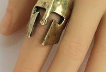 Fülbevalók és gyűrűk