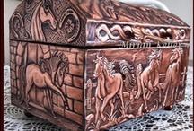 BAÚS E CAIXAS (chests and boxes) - ARTE NO METAL / Latonagem - Repujado - Metal Embossing - Repoussé - Prata Boliviana - Metaloplastia -  Metalurgia