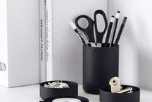 Wohnideen | Living Back in Black / Wohnideen mit schwarz | Wohnliche Kontraste setzten mit Schwarztönen | Dekoration in Schwarz | Schwarz & Weiß eine elegante Wohnkombination | Einrichten mit Kontrasten in Schwarz
