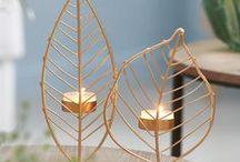 """Gifts Wishlist / Trouvez le cadeau parfait pour tous ! ✐ Rien de plus agréable que de se rassembler autour d'une belle table décorée avec de jolis accessoires. ✐ Rien de meilleur qu'une boisson chaude dans une belle tasse pour vous réchauffer le corps et l'esprit cet hiver. ✐ Un joli panier de rangement, élégant et pratique pour une maison """"zen"""". ✐ Introduisez la nature dans votre maison avec des matériaux naturels, des imprimés et bien évidemment beaucoup de vert. Plus d'idées cadeaux sur www.casashops.com."""