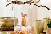 Easter / Fêtez Pâques avec style !  Nappes, serviettes, services, porte-bougies, bougies : chez CASA vous trouverez tout pour émerveiller vos invités avec une fête de Pâques inoubliable. Un style qui plaît toujours ? Le style scandinave avec une préférence pour le bois et toutes les nuances de blanc. À la fois festif et apaisant. Ainsi votre table de Pâques traditionnelle aura une touche moderne ! Rendez-vous sur www.casashops.com pour plus d'idées festives.