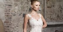 Divam, GrittiSpose's wedding dress / Accessories paired to Divam, GrittiSpose's bridal gown.