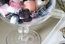 Makeup Storage / We need to organize our pile of makeup, this is our inspiration!