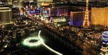 Las Vegas : 6 endroits où observer le Strip / Top 6 des meilleurs spots pour admirer le Strip de Las Vegas. http://www.letourdumondedemespieds.fr/meilleurs-points-de-vue-strip-las-vegas/