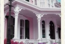 Beautiful Victorian Homes / Victorian homes from vintage to contemporary colors palettes.