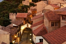 Poble Espanyol de Montjuïc / Estamos situados dentro del Poble Espanyol, un museo arquitectónico al aire libre con sus propias calles y plazas.  ¡Nuestras reservas incluyen la entrada al Poble Espanyol!