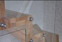 Nasz produkt - schody / Przez 10 lat naszej obecności na rynku producentów schodów drewnianych, zdobyliśmy ogromne doświadczenie, rozbudowaliśmy zakład produkcyjny i poszerzyliśmy ofertę, a co dla nas najważniejsze, zdobyliśmy uznanie wśród setek ceniących sobie styl i wysoką jakość klientów na rynku zarówno polskim jak i niemieckim. Przedstawiamy naszą kolejną realizację schodów ze szkłem.