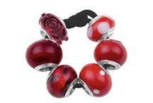 Bijoux AMORE & BACI (rouge) / Perle AMORE & BACI : des bijoux personnalisables en argent, cristaux de swarovski, oxydes de zirconium et laques de couleurs. http://www.bijouterie-influences.com/search.php?search_query=perle+rouge