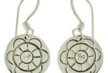 Bijoux YUNA boucles d'oreilles / Bijoux YUNA en argent, avec des messages et symboles de croyance : porte-bonheur, grigris... avec un soupçon d'esprit ethnique. http://www.bijouterie-influences.com/search.php?search_query=boucles+d%27oreilles+yuna
