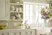 Dream Kitchens / Ideas to transform an uninspiring kitchen into a pretty, functional place filled with light. Shabby chic, vintage, natural style