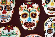 Day of the Dead / Día de los Muertos / Day of the Dead / Día de los Muertos recipes The Day of the Dead (Spanish: Día de Muertos), Nov 1, holiday focuses on gatherings of family and friends to pray for and remember friends and family members who have died. Traditions include building private altars called ofrendas, honoring the deceased using sugar skulls, marigolds, and the favorite foods and beverages of the departed, and visiting graves with these as gifts.