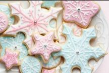 Christmas Cookies with Vanilla / 'Tis the season for tasty! Baking Christmas cookies is one of our favorite holiday traditions...